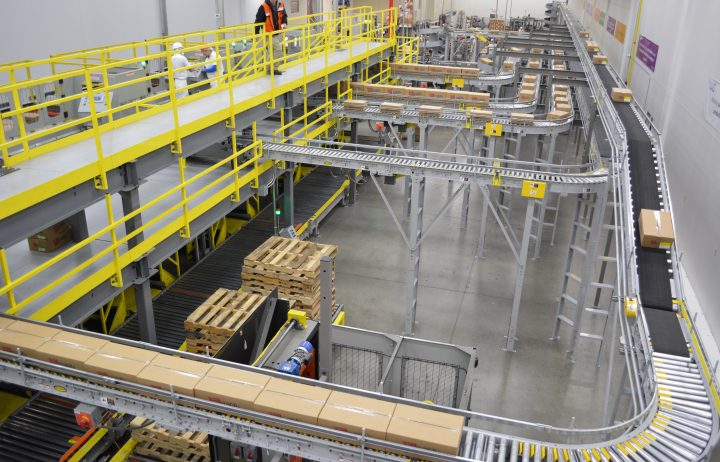 Image of multiple infeed conveyors moving product cases.