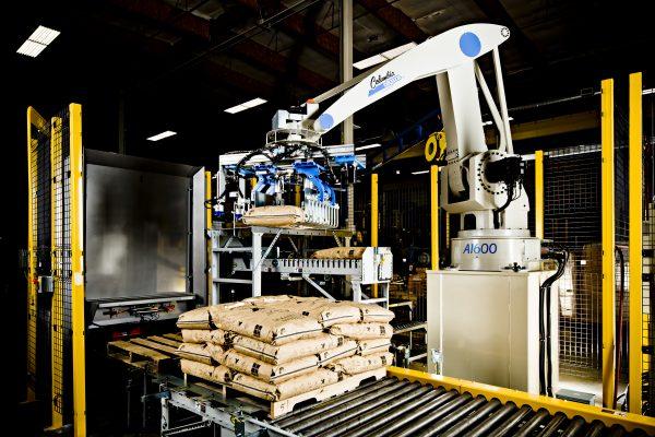 Image of a Columbia Okura Robotic Palletizer stacking bags.