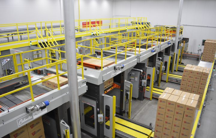 Image of a multi-line system with several HL2000 high level palletizers.