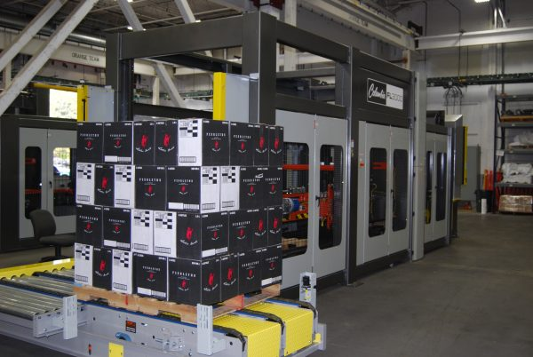 Image of a FL3000 floor level palletizer machine with cases.